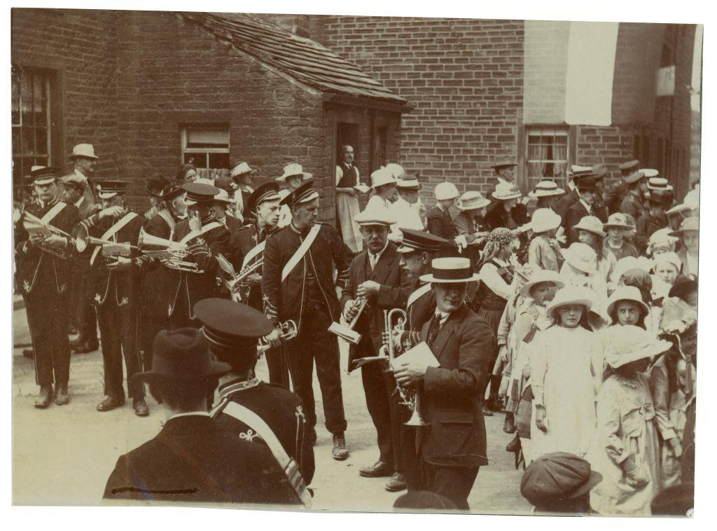 1919 victory celebrations with Holme Silver Band