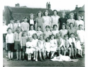 mm30. Deanhouse Victory group 1945.