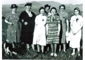 mm32. Group of ladies marked Netherthong Field Day ?